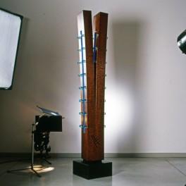 DISCRETA FLESSIONE, LEGNO E VETRO, 2005, h. cm 180