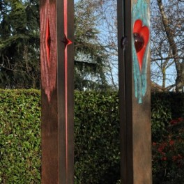 LOVE IS IN THE AIR - PINK TWICE, LEGNO E VETRO, 2012, h. cm 180